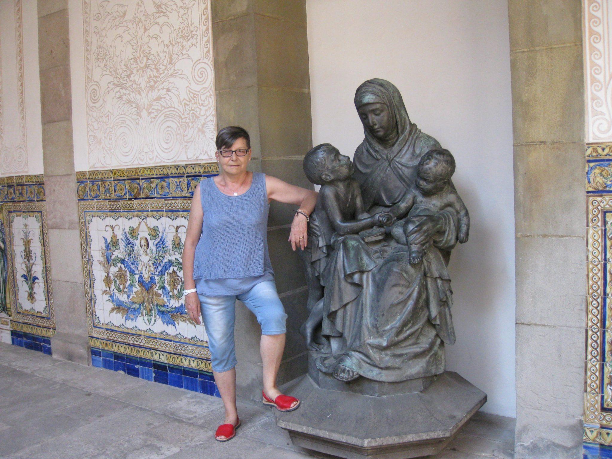 La Casa de la Caridad se creó en 1802, gracias a la iniciativa ciudadana de  Barcelona. Durante más de siglo y medio muchos niños, niñas, ...